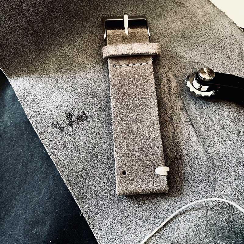 Vintage Apple Watch Strap in production vild Hamburg